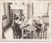 017. Children reading books at the Fairfield, Iowa Public Library
