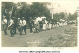 Students marching to City Park for Senior Frolic, The University of Iowa, June 11, 1912