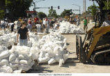 Volunteers sandbagging on Madison Street, The University of Iowa, June 14, 2008