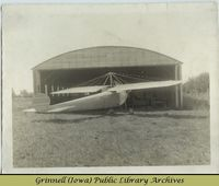 Billy Robinson&#039;s monoplane in front of hangar<br />