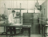 Zoology lab experiment, The University of Iowa, 1930s?