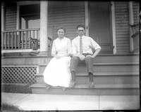 UP472 Couple on porch steps