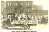 Mecca Day parade float, The University of Iowa, 1918