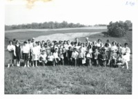 Maquoketa 6th grade students on Harold Wilius farm, 1965