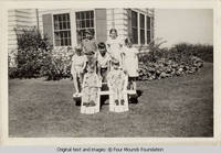 Four Mounds children outside White house
