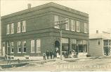Men and women posed in front of bank, Wadena, Iowa, 1900s
