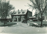 Circle drive at the front of the Psychiatric Hospital, the University of Iowa, May 1935
