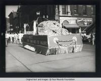 Dubuque parade at 9th and Main