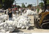 Volunteers sandbagging on Madison Street, The University of Iowa, June 14, 2008