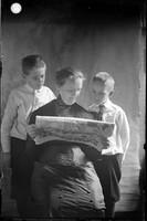 UP409 Mrs. E.W. (Ellen) Hanson and sons reading comics c1910