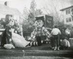 Kappa Kappa Gamma's Raggedy Ann and Andy lawn display, Homecoming, 1951
