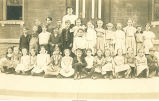 Grade 2 school children outside school, Tama, Iowa, 1909