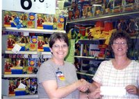 Leslie Lysenko receiving Walmart grant, 2003