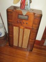 039. Antique Sentinel Radio