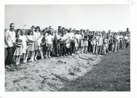 Maquoketa 6th graders' tour Harold Wilius farm, 1965