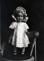 Toddler girl in hat