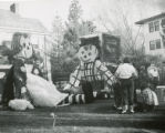 Kappa Kappa Gamma's Raggedy Ann and Andy lawn display, Homecoming, 1951