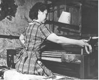 Dorothy Trumpold weaving