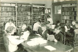 Students reading in library, The University of Iowa high school, 1919