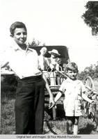 Kids pulling Lusch in buggy