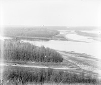 BR113 River, mill and boats from Bluff