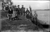 UP691 Nine people on riverbank