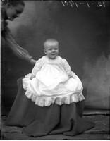 UP585 Ellen Hanson and baby, 12-1-1901