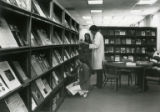 Susan Knippel and Linda Meetz in the Veterinary Medical Library, 1980